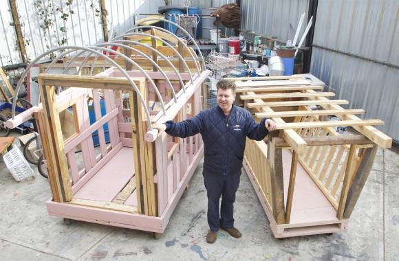 نماذج المنازل الجديدة التي بدأ كولين في صناعتها